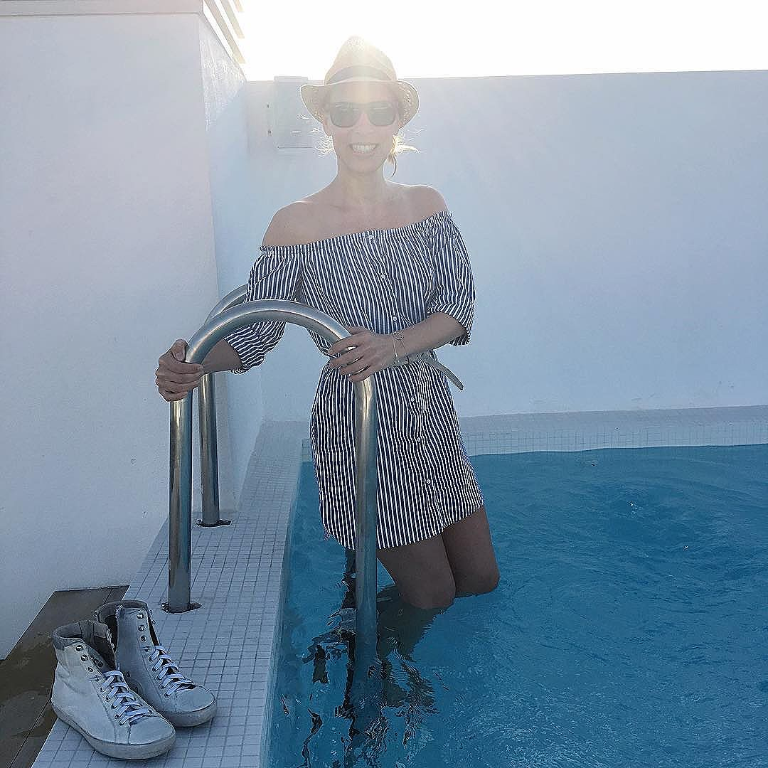 Off Shoulder Blusen & Kleider kombinieren - Swimmingpool Mallorca