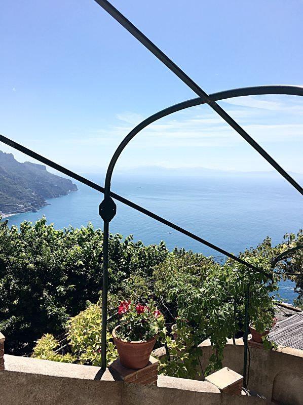 Kampanien-amalfikueste-sueditalien-Ravello-ausflug-lila-panorama-007