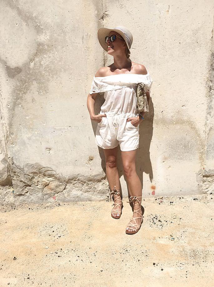 frankreich-amphitheater-theater-arenes-de-nimes-gladiatoren-sandalen-lespecs-outfit-014