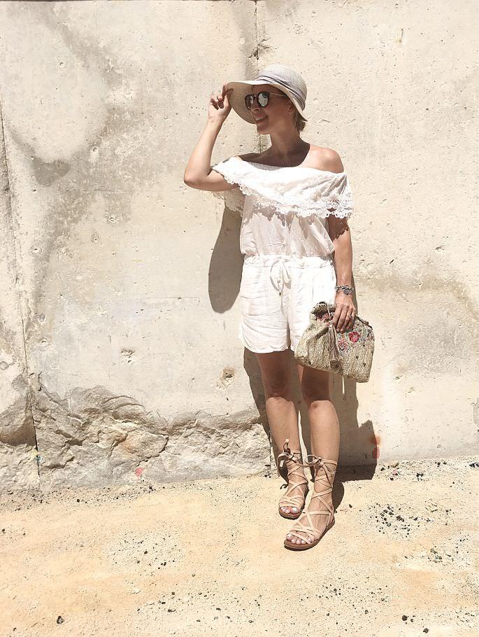 frankreich-amphitheater-theater-arenes-de-nimes-gladiatoren-sandalen-lespecs-outfit-023