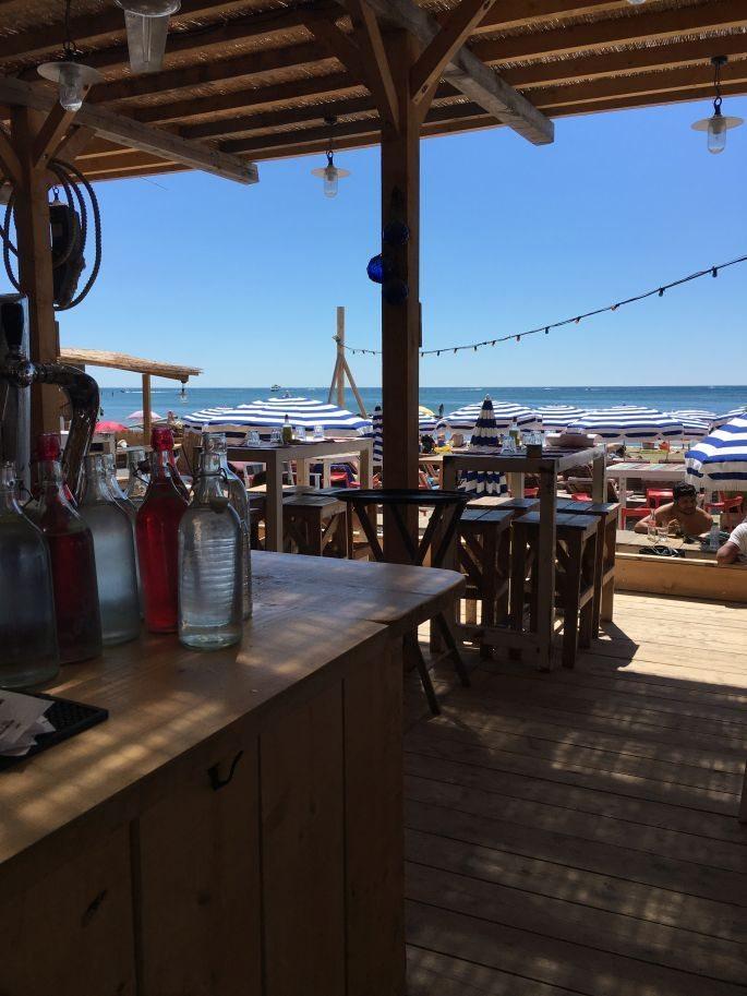 frankreich-suedfrankreich-montpellier-pavalas-les-flots-goodnight-macaroon-tunika-star-mela-strandtasche-beach-bag-lespecs-sonnenbrille-007