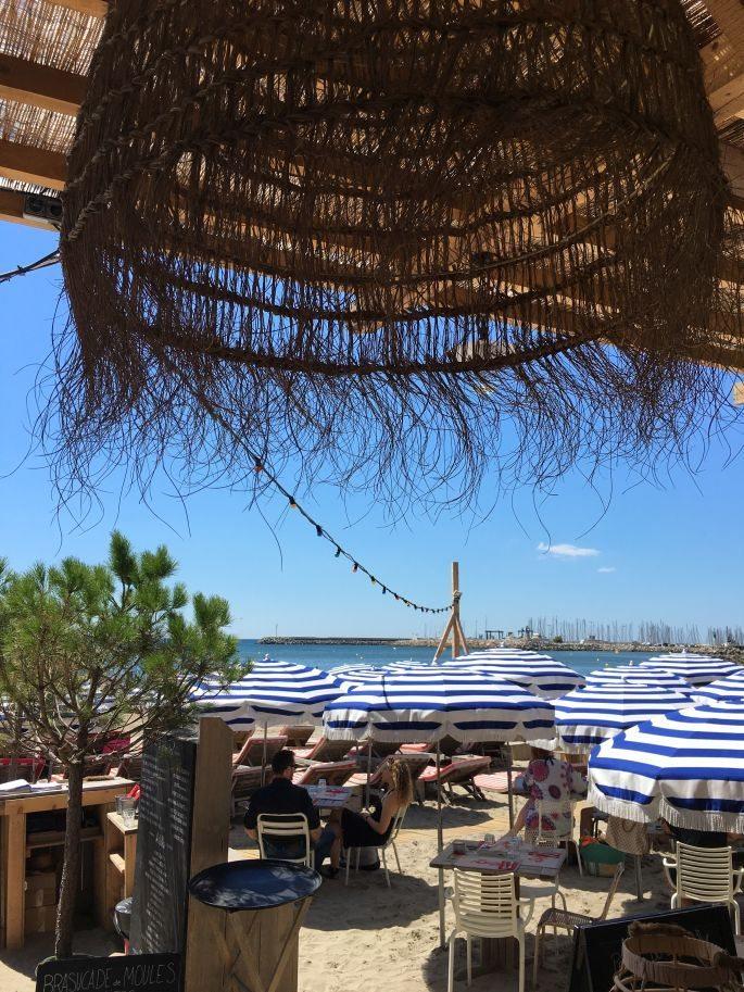frankreich-suedfrankreich-montpellier-pavalas-les-flots-goodnight-macaroon-tunika-star-mela-strandtasche-beach-bag-lespecs-sonnenbrille-008