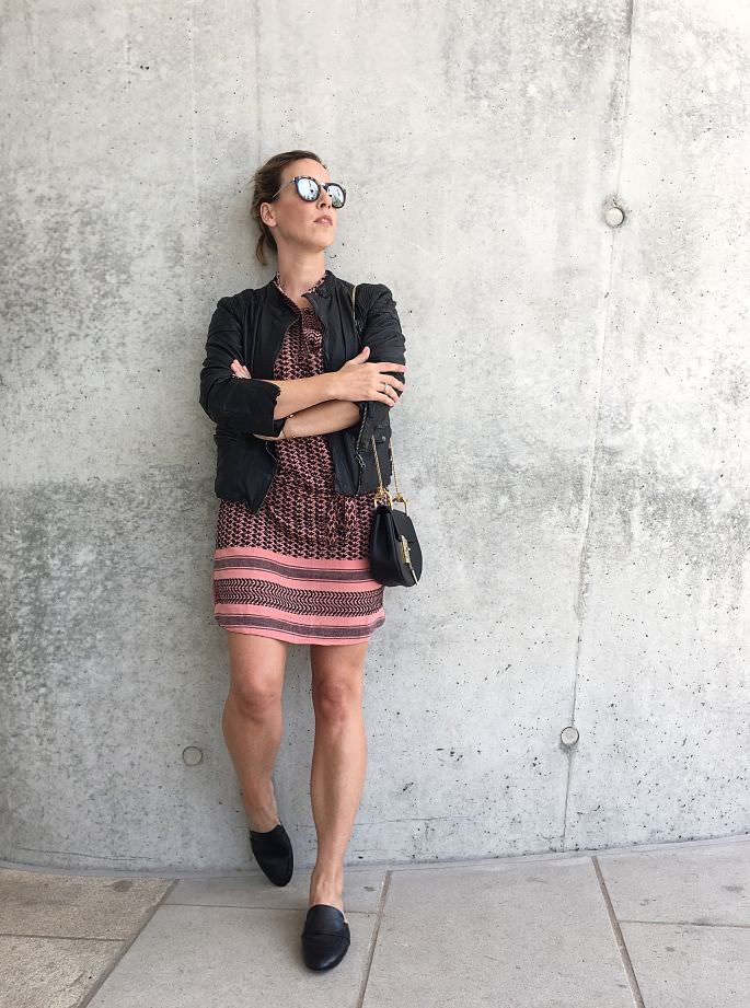 hamburg-hafencity-mules-zara-jasper-living-louise-lederjacke-oakwood-chloe-drew-crossboday-handtasche-lespecs-half-moon-magic-001