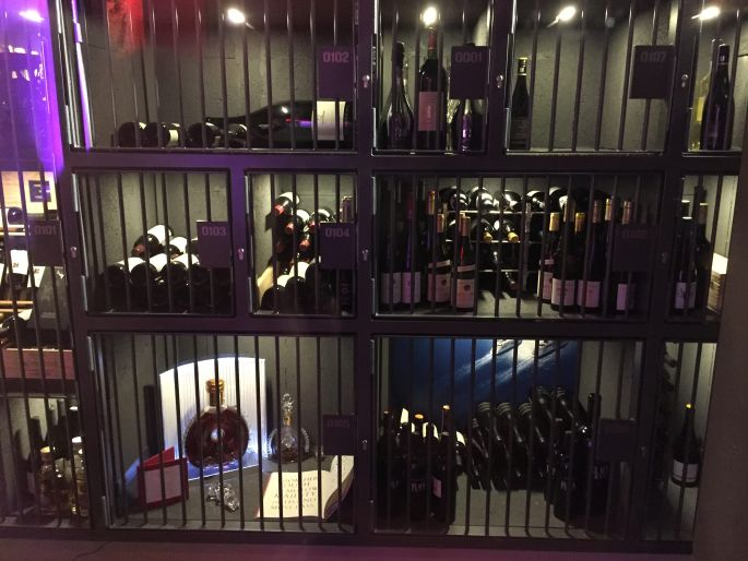 winebank-hamburg-georg-jensen-uhren-vasen-schalen-kerzenhalter-living-tarantella-stephansplatz-wein-champagner-malbec-kaiken-treffpunkt-exklusiv-fingerfood-005