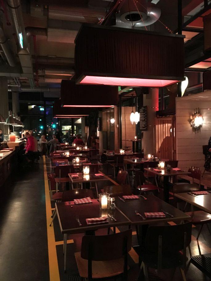 25hours-hotel-hafencity-hamburg-ueberseeallee-restaurant-heimat-bar-ahoi-kreuzfahrtterminal-elbphilharmonie-011