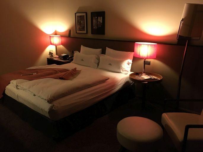 the-george-designhotel-hotel-hamburg-uebernachten-aussenalster-alster-tipp-reisetipp-restaurant-bar-st-georg-englischer-garten-dachterrasse-feuerwerk-japanisches-kirschbluetenfest-002