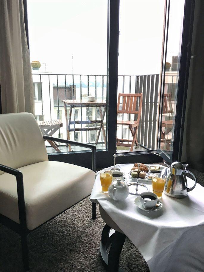 the-george-designhotel-hotel-hamburg-uebernachten-aussenalster-alster-tipp-reisetipp-restaurant-bar-st-georg-englischer-garten-dachterrasse-feuerwerk-japanisches-kirschbluetenfest-003