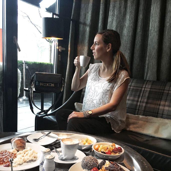 the-george-designhotel-hotel-hamburg-uebernachten-aussenalster-alster-tipp-reisetipp-restaurant-bar-st-georg-englischer-garten-dachterrasse-feuerwerk-japanisches-kirschbluetenfest-007