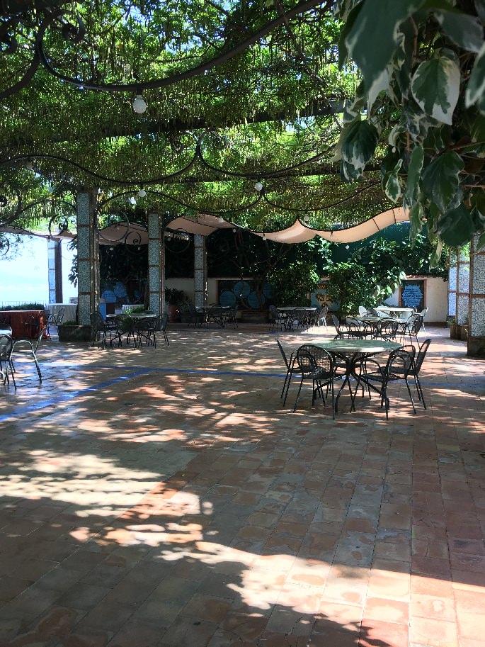 Terrasse des Aequa Hotels bei Sorrent
