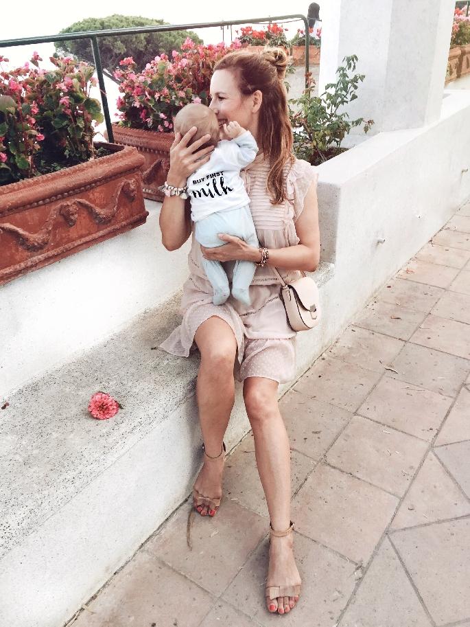 Mutter und Baby in der Villa Rufolo in Ravello - Amalfiküste
