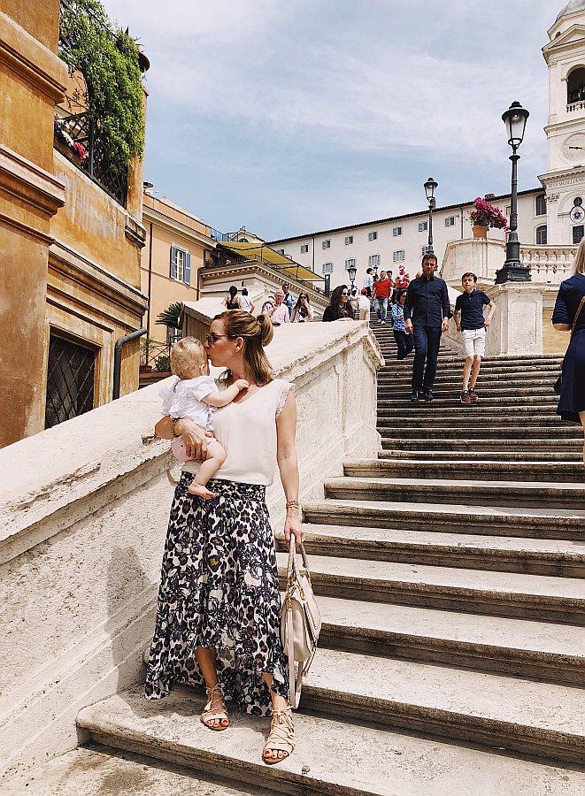 Rom Tipps Spanische Treppe Mutter im Maxirock mit Baby