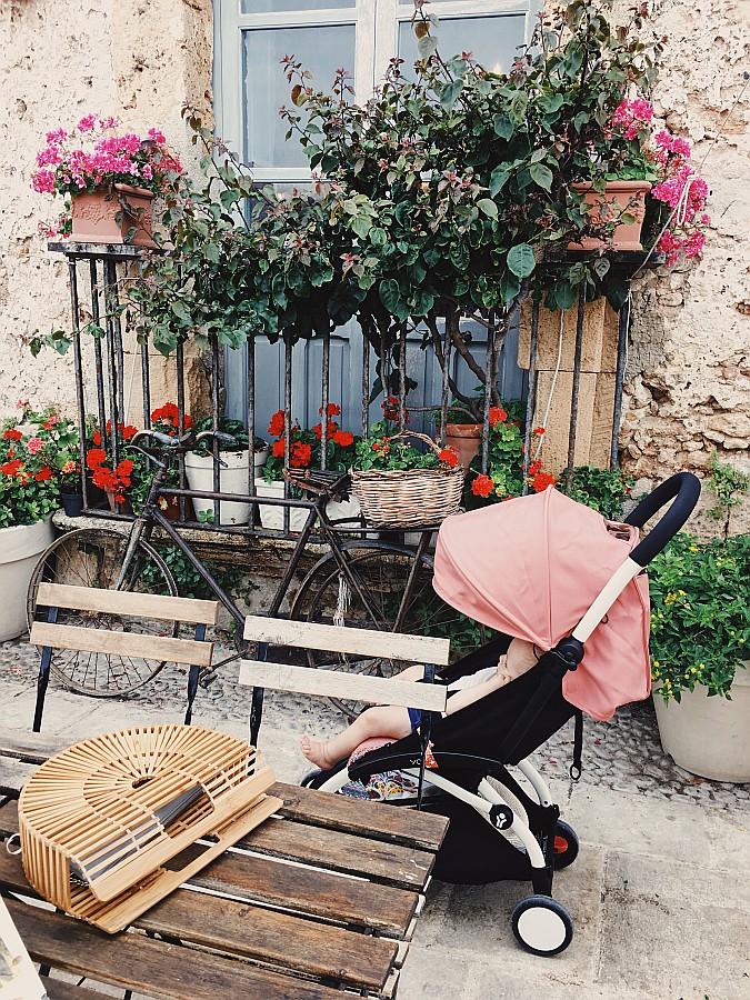 Provinz Syrakus bzw. Syracuse Marzamemi mit Babyzen Buggy & Cult Gaia Tasche