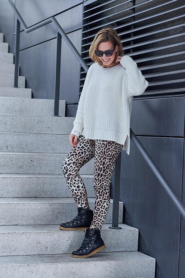 Outfit Inspiration Strickpullover von Herrlicher & Leoparden Print Hose Fiveunits