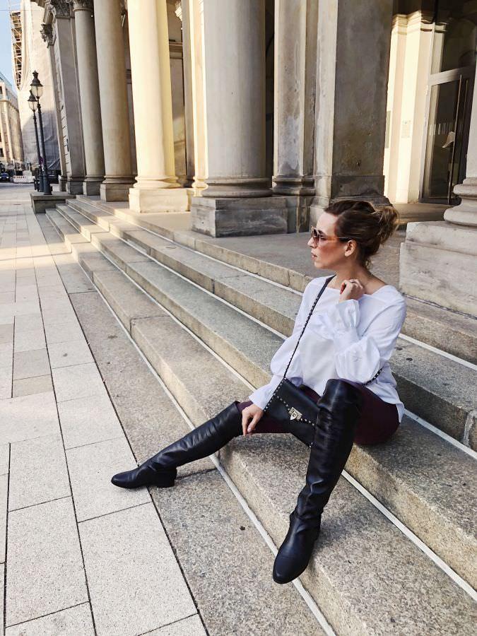 Weihnachtsoutfit Lederleggings Overknee Boots Valentino Rockstud Alba Moda