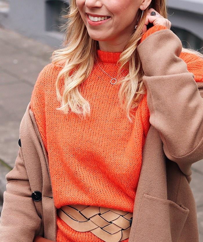 Styling Inspiration zum Thema was passt zu Orange? Outfit in Kombination mit Beige und Cognac