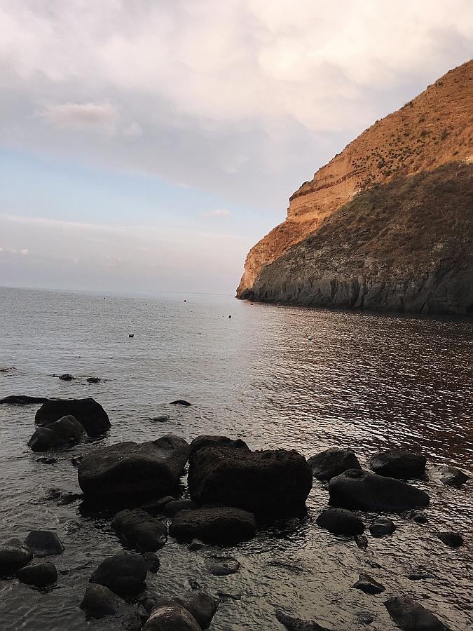 Die Baia di Sorgeto gehört zu den Ischia Sehenswürdigkeiten