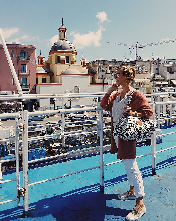 Abfahrt mit der Fähre in Neapel