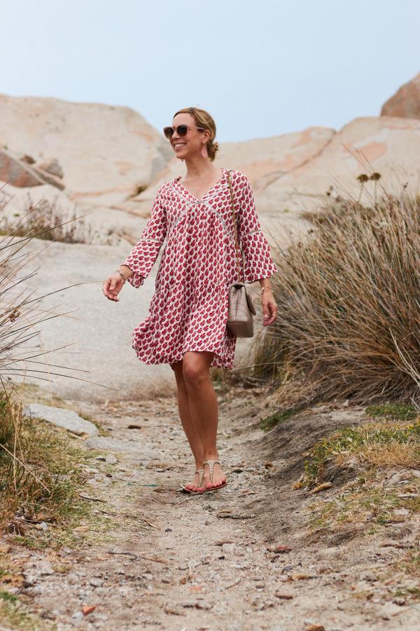 Dein Lieblingsladen Tunikakleid zur Saint Laurent Tasche und Leaf Muschel Schmuck auf La Maddalena Sardinien