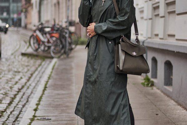 Fashion: Sommer mit Regenmantel oder Regenjacke?