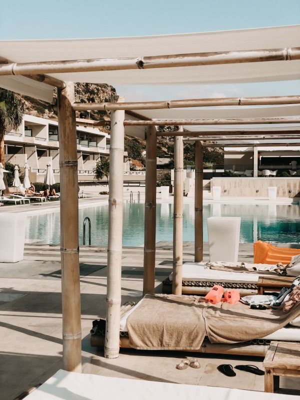 Poolbereich in der Nebenanlage des Avra Imperial Beach Resort & Spa auf Kreta