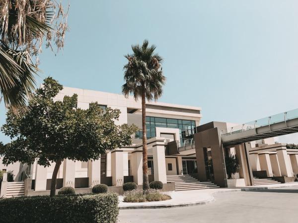 Avra Imperial Beach Resort & Spa von außen