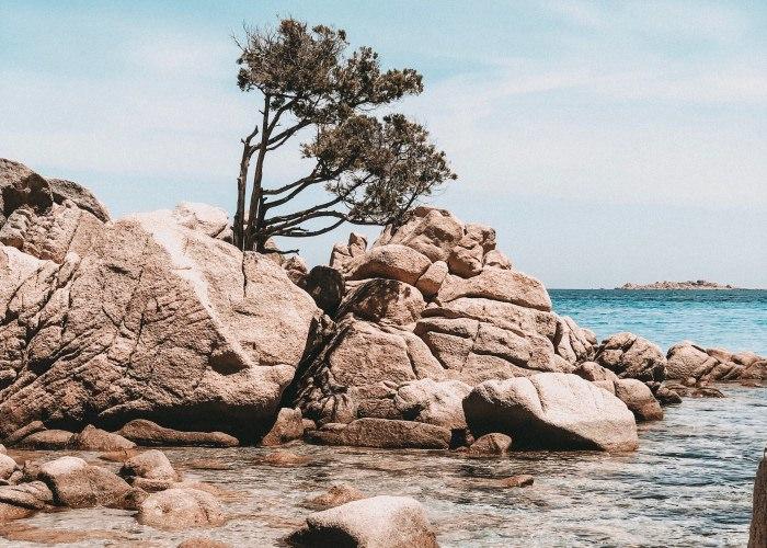 Capriccioli Strand gehört zu den top Sardinien Tipps