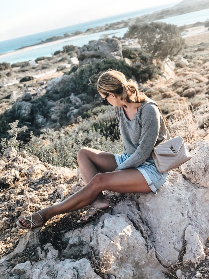 SoSue Olivia Sweatshirt zu Paperbag Shorts auf Kreta