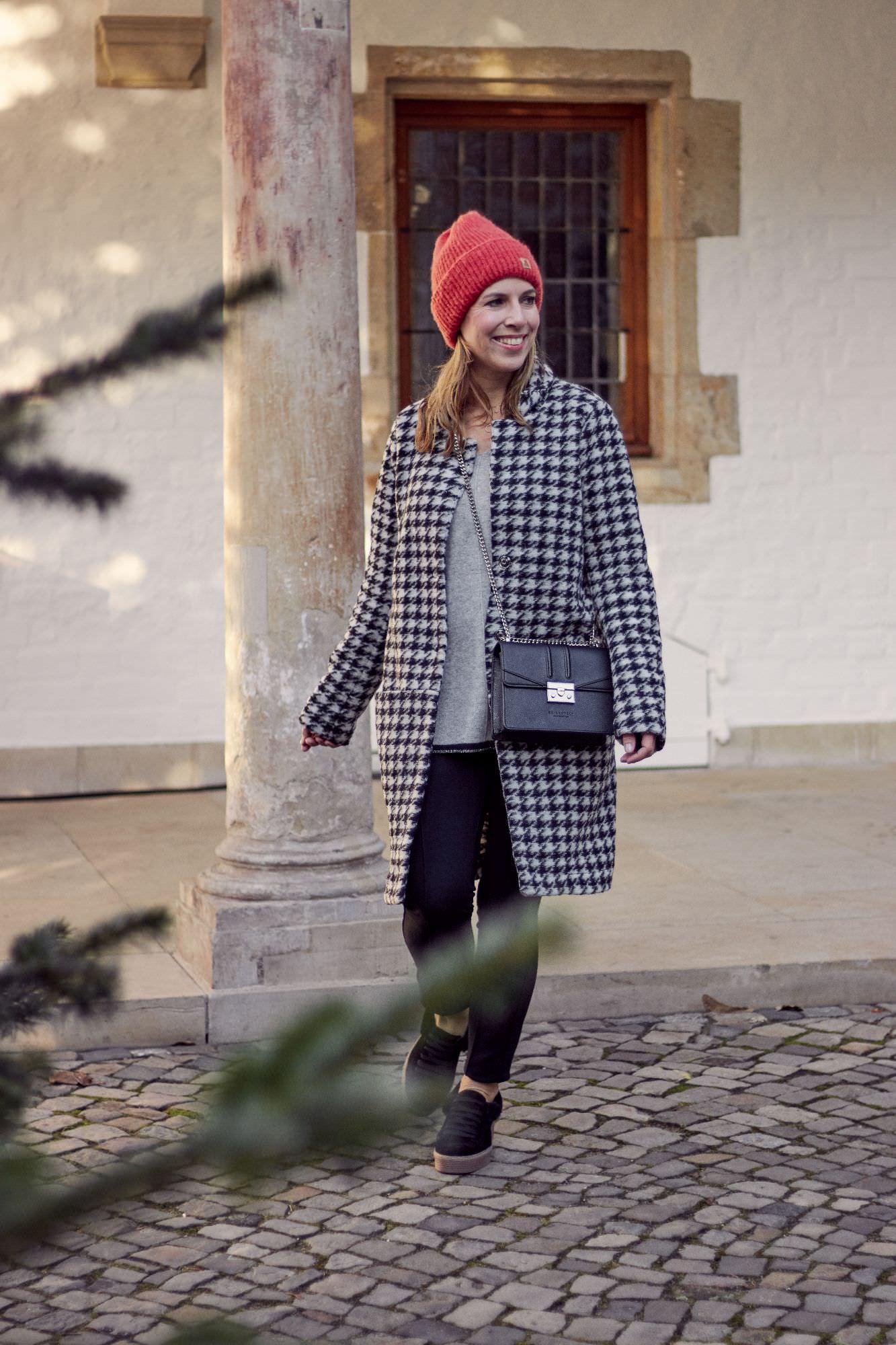 Winter Outfits mit Cashmere und Wollmantel im Hahnentrittmuster