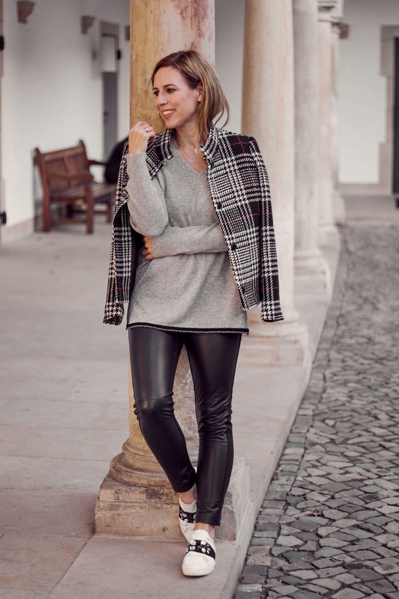 Winter Outfits mit Cashmere und karierter Jacke