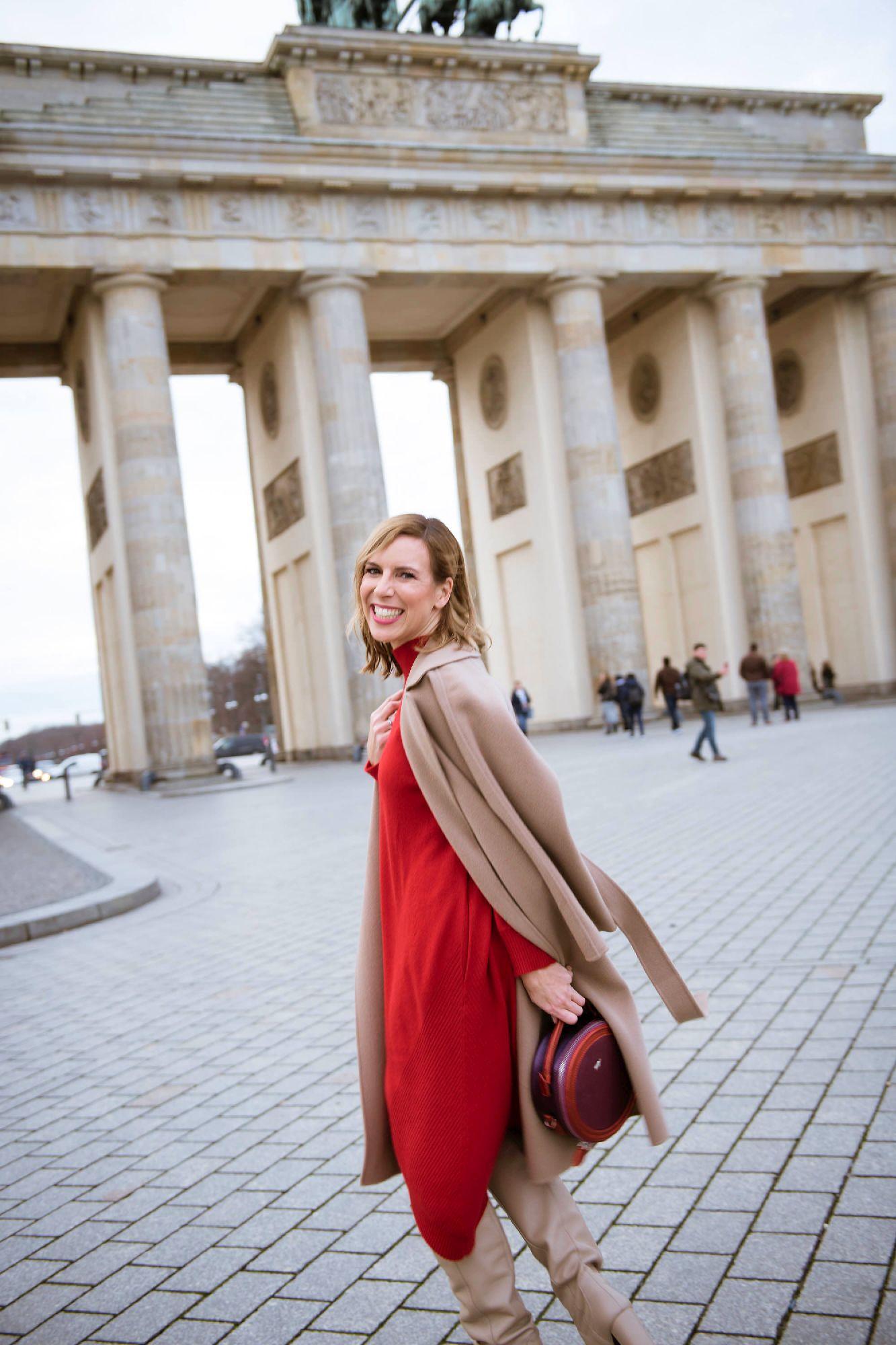 Edelziege Cashmere Kleid vor Brandenburger Tor