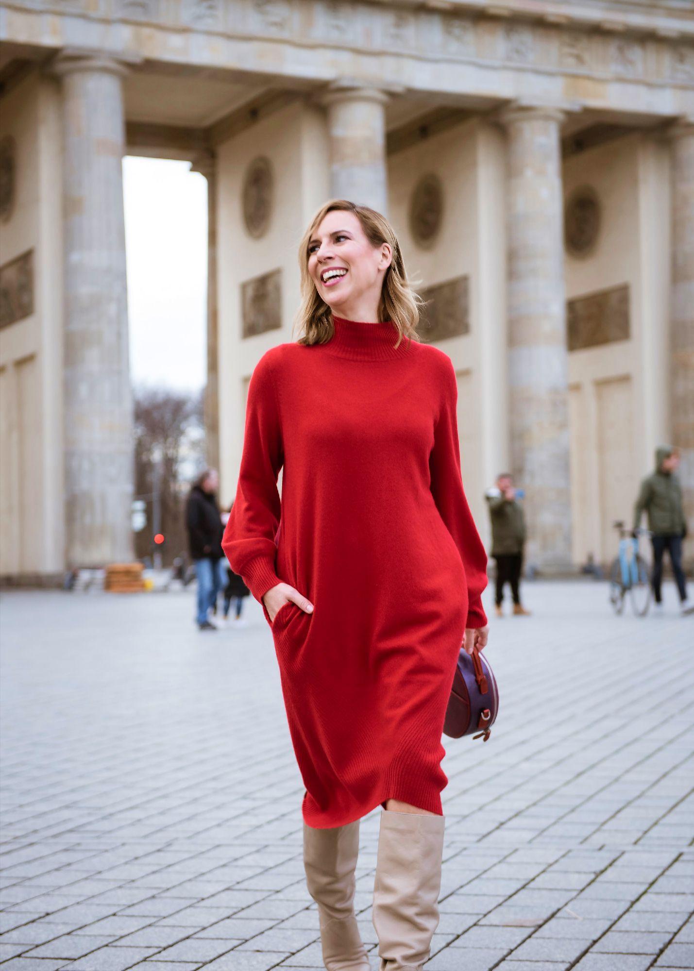 Edelziege Cashmere Kleid rot vor Brandenburger Tor