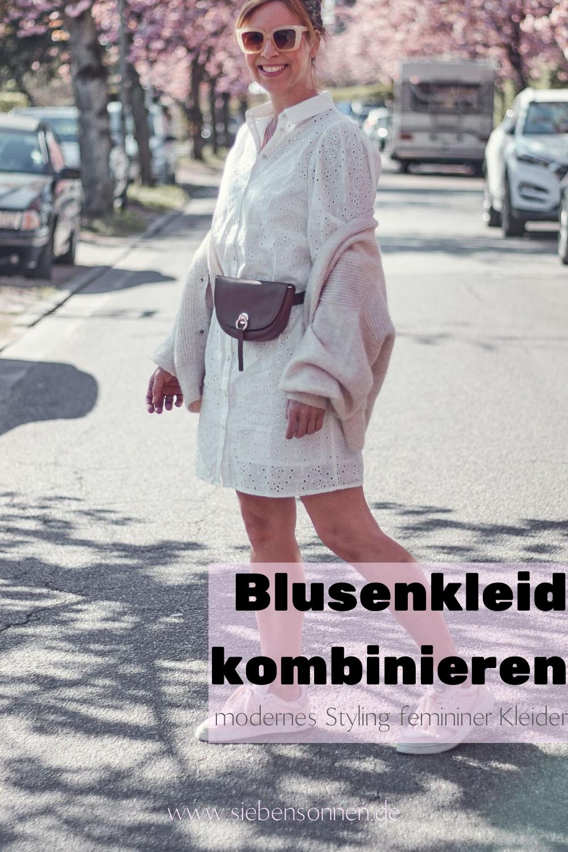 Lochspitze Blusenkleid kombinieren zu Sneakern und Gürteltasche
