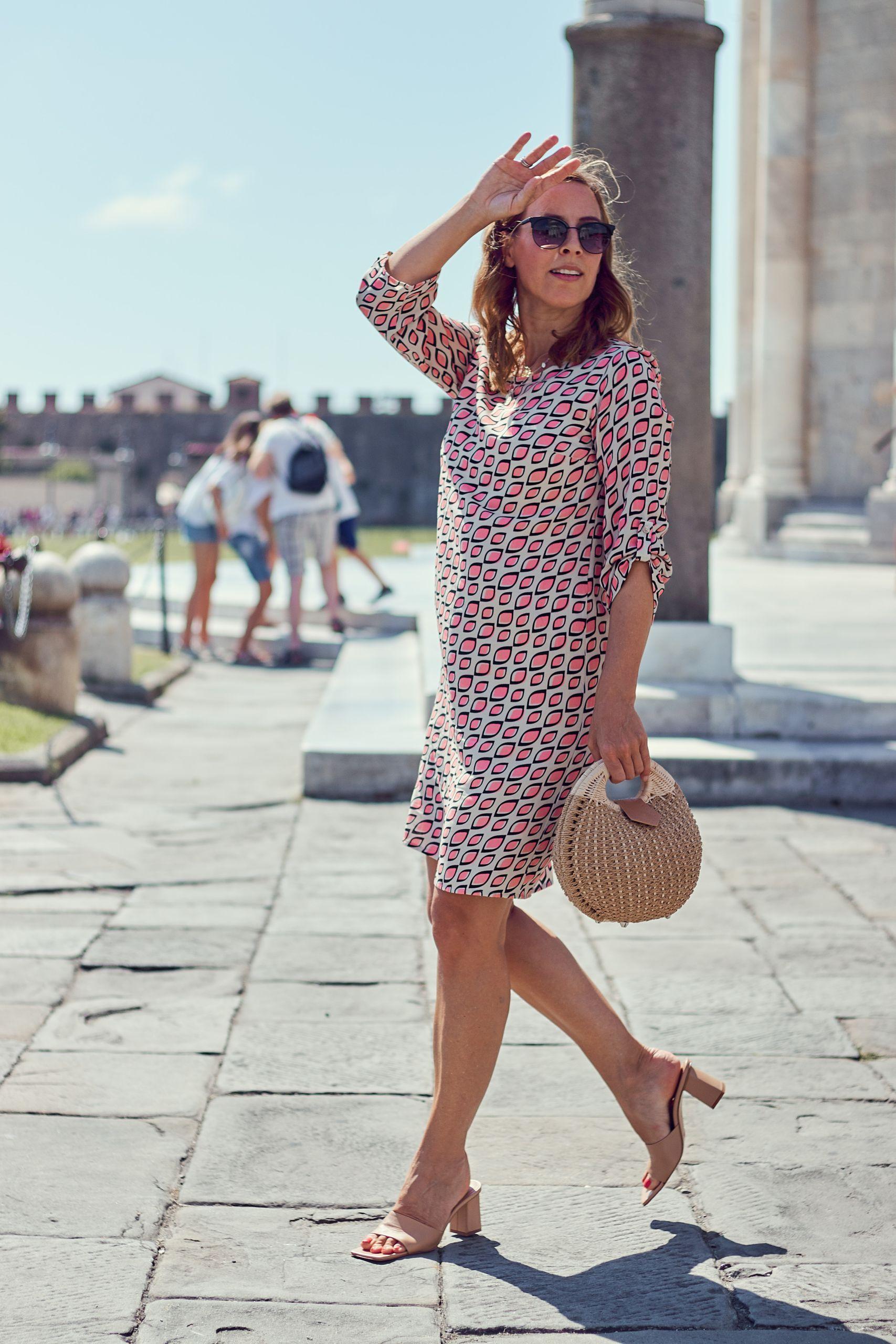 Inspiration für Urlaubsoutfits Kleid im Allover Print von Alba Moda