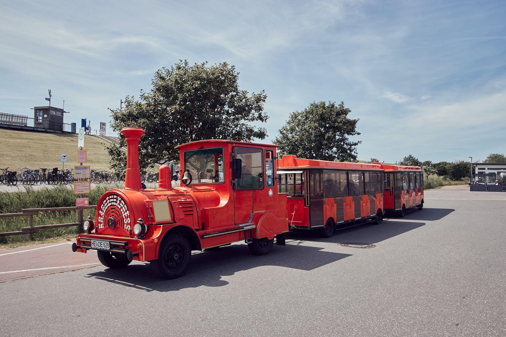 Fahrt mit der Büsumer Kleinbahn Krabbenexpress beim Büsum Urlaub mit Kindern