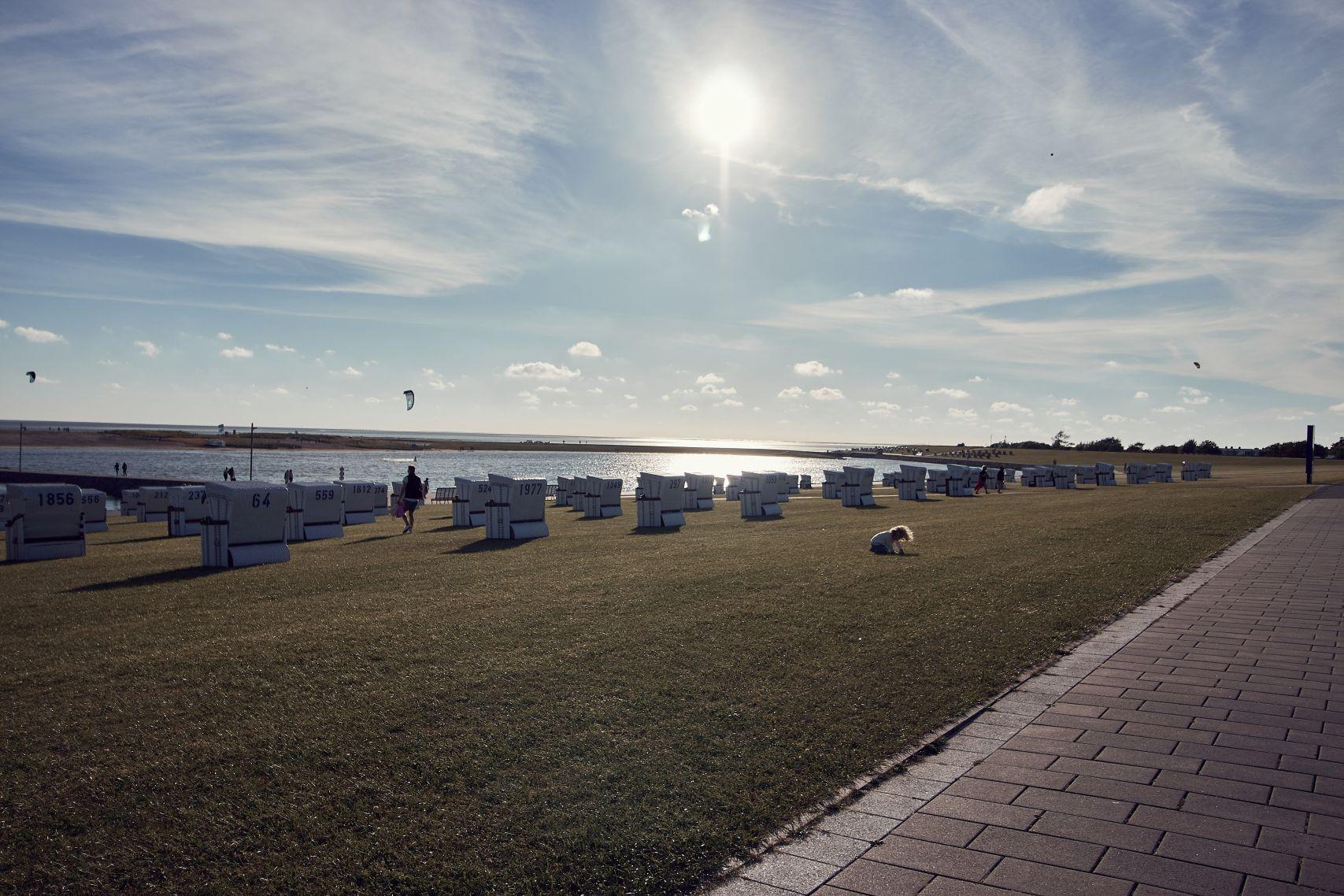 Strandkörbe und Erholung am Strand beim Urlaub in Büsum mit Kindern