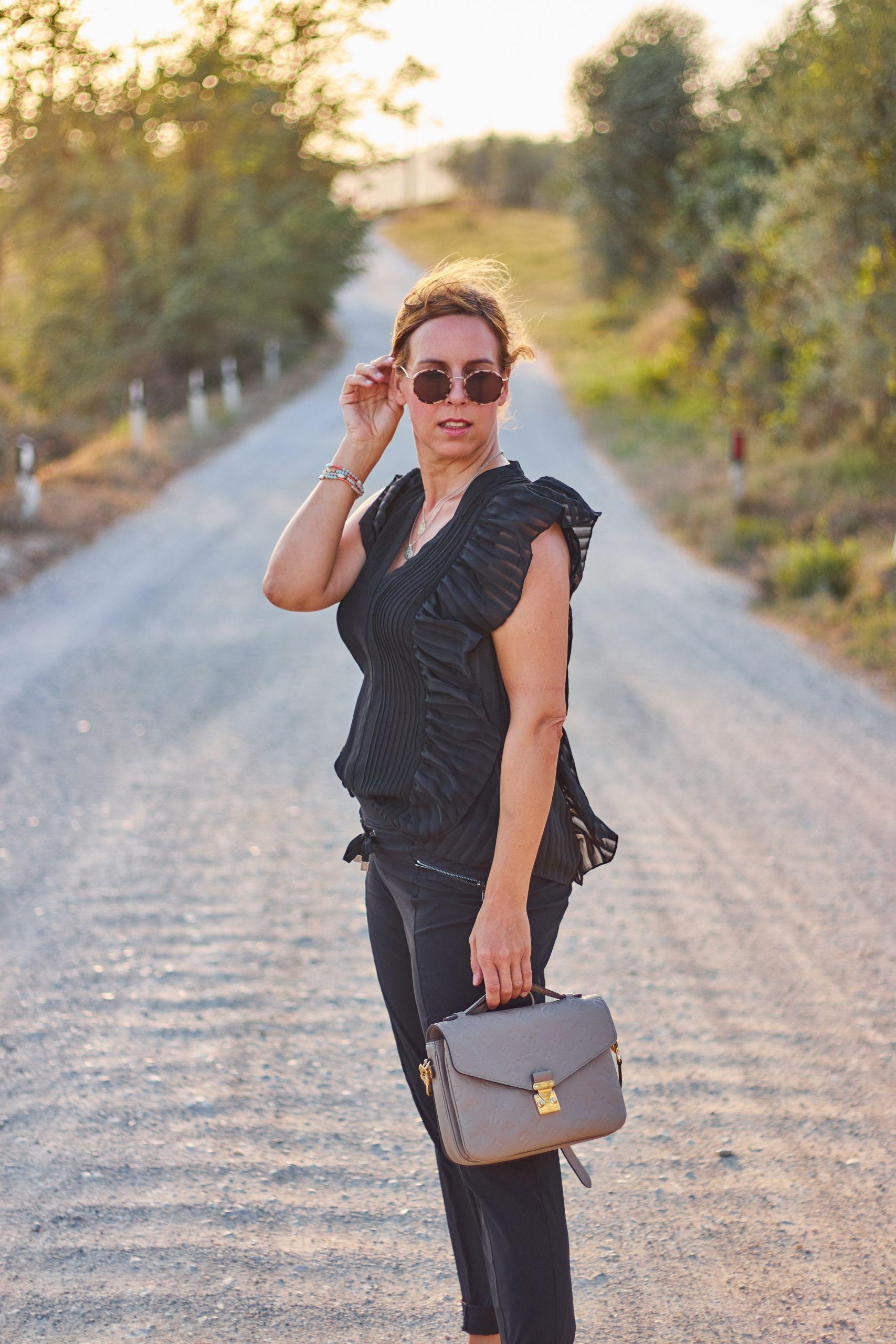 Rosner Hose aus der aktuellen Herbstkollektion in San Gimignano beim Toskana Roadtrip