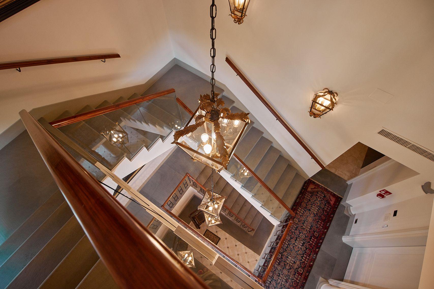 Treppenhaus vom Dievole Wine Resort in Siena als Unterkunft vom Toskana Roadtrip