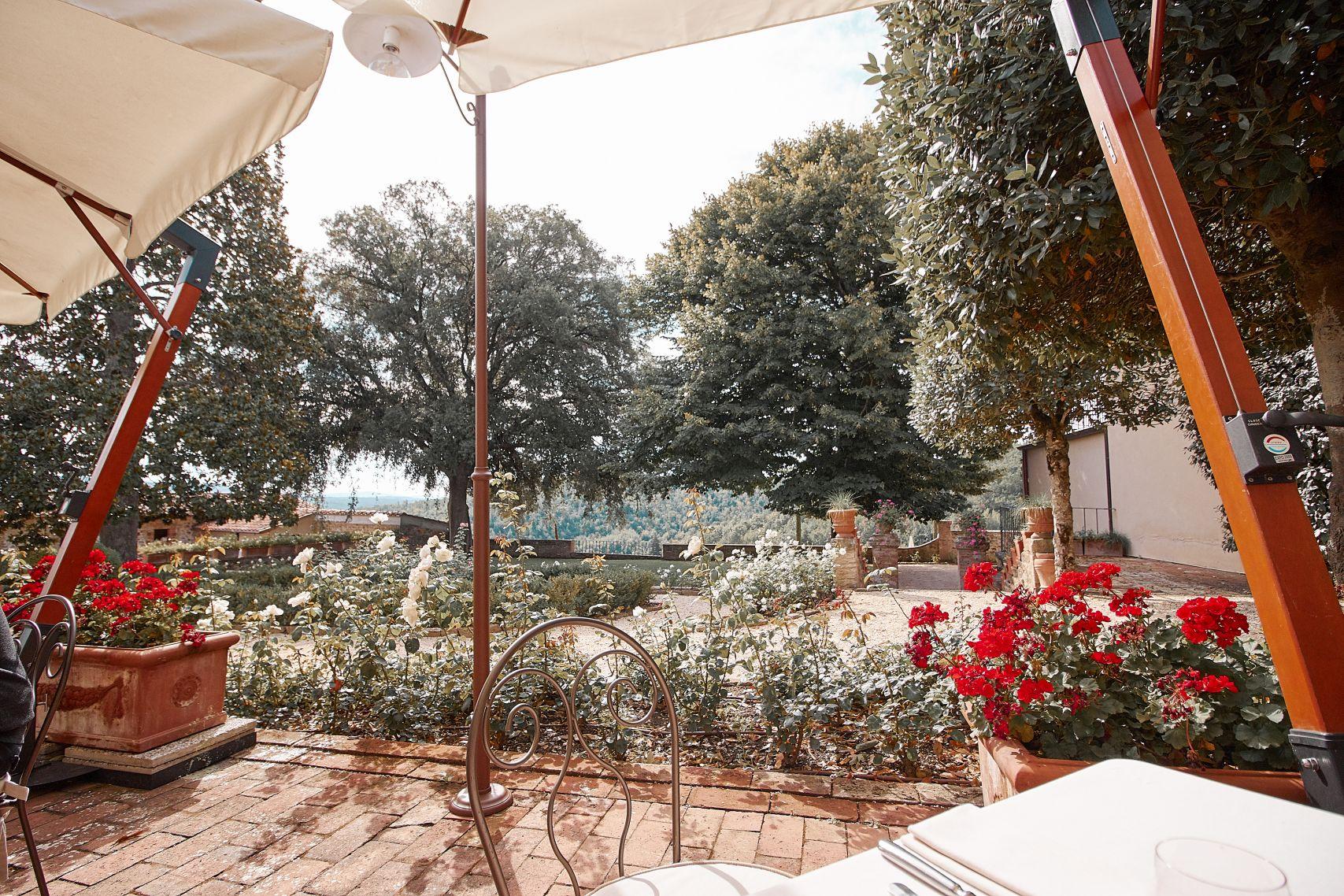 Gartenanlage vom Dievole Wine Resort in Siena als Unterkunft vom Toskana Roadtrip