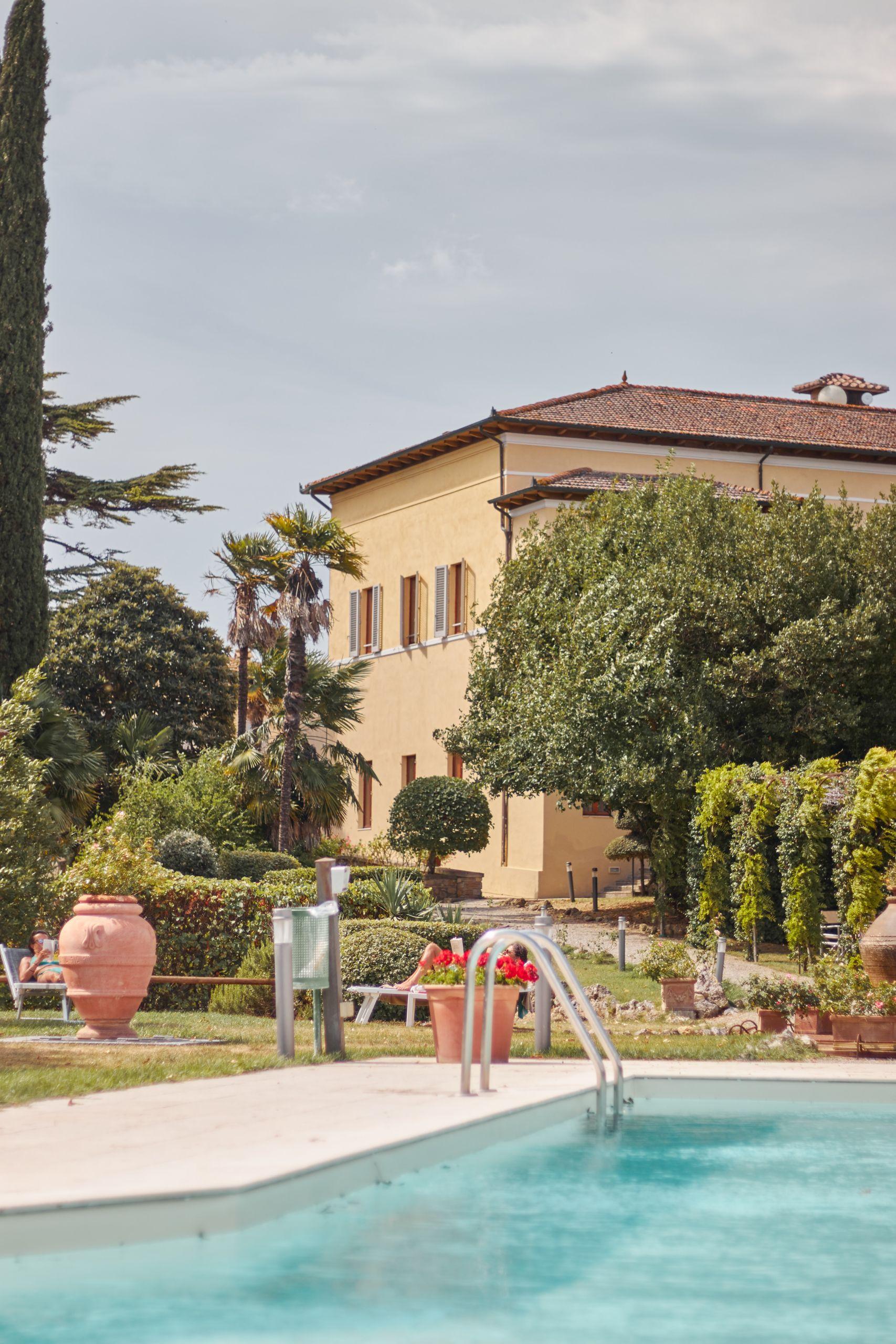 Swimmingpool der Villa Sabolini in der Nähe von San Gimignano beim Toskana Roadtrip