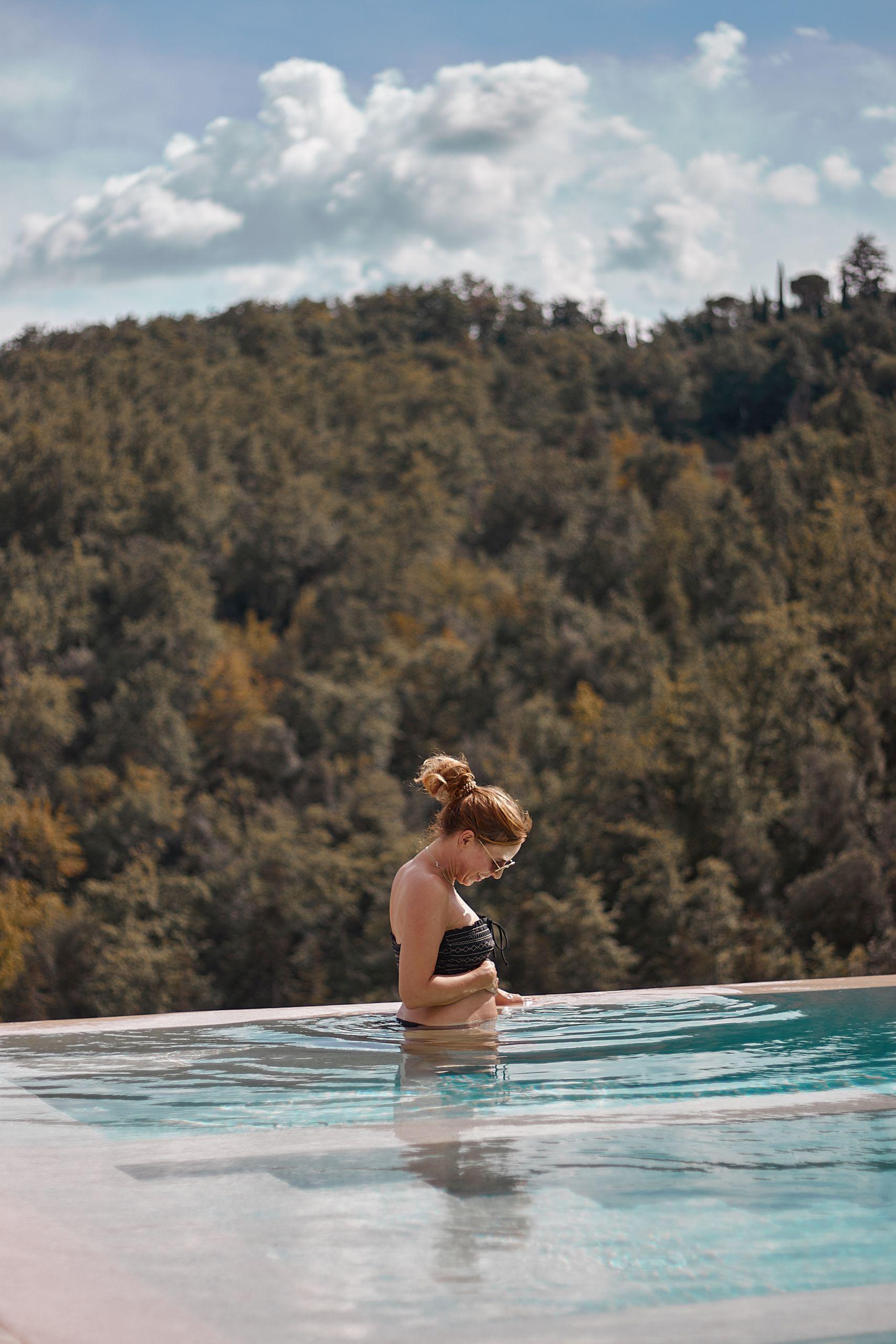Swimmingpool vom Dievole Wine Resort in Siena als Unterkunft vom Toskana Roadtrip