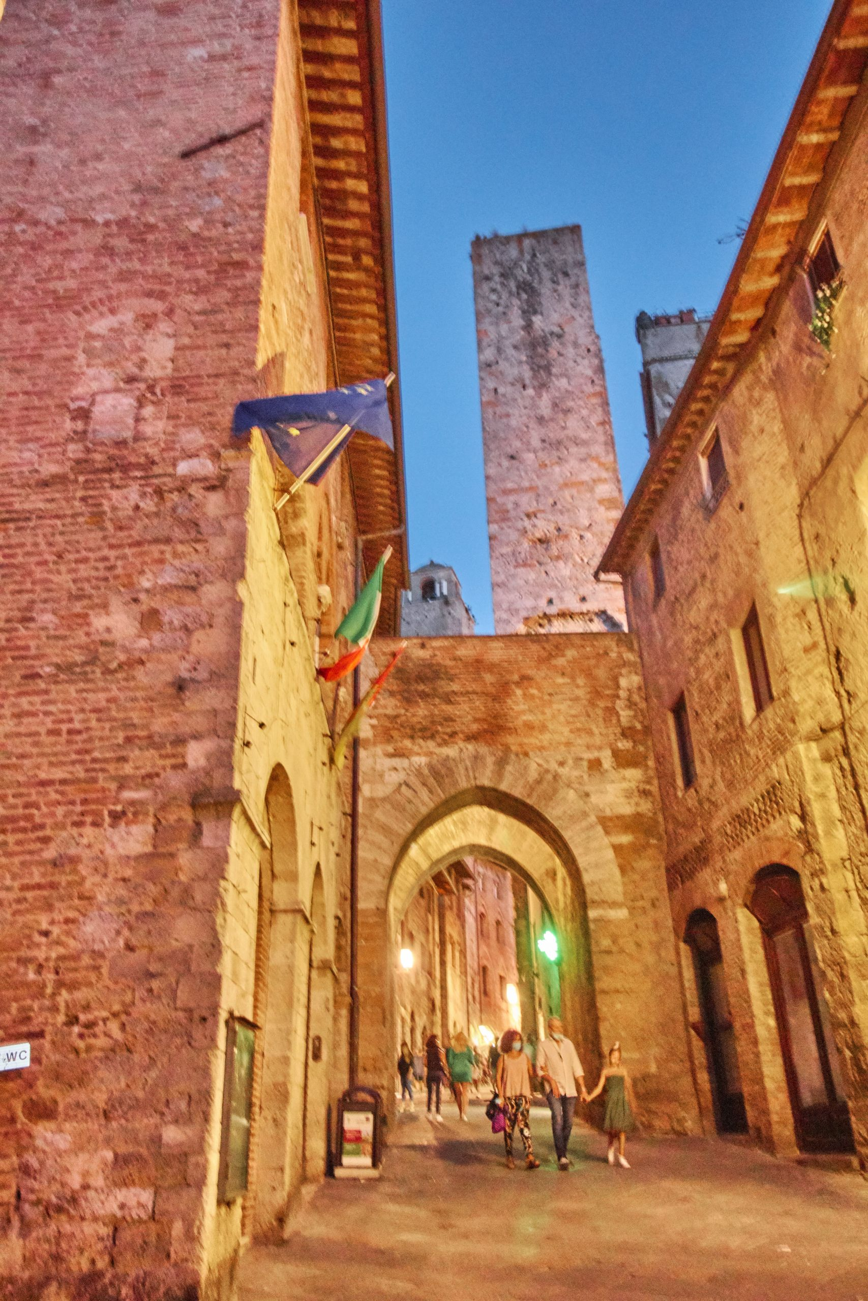 Geschlechterturm in Altstadt von San Gimignano beim Toskana Roadtrip