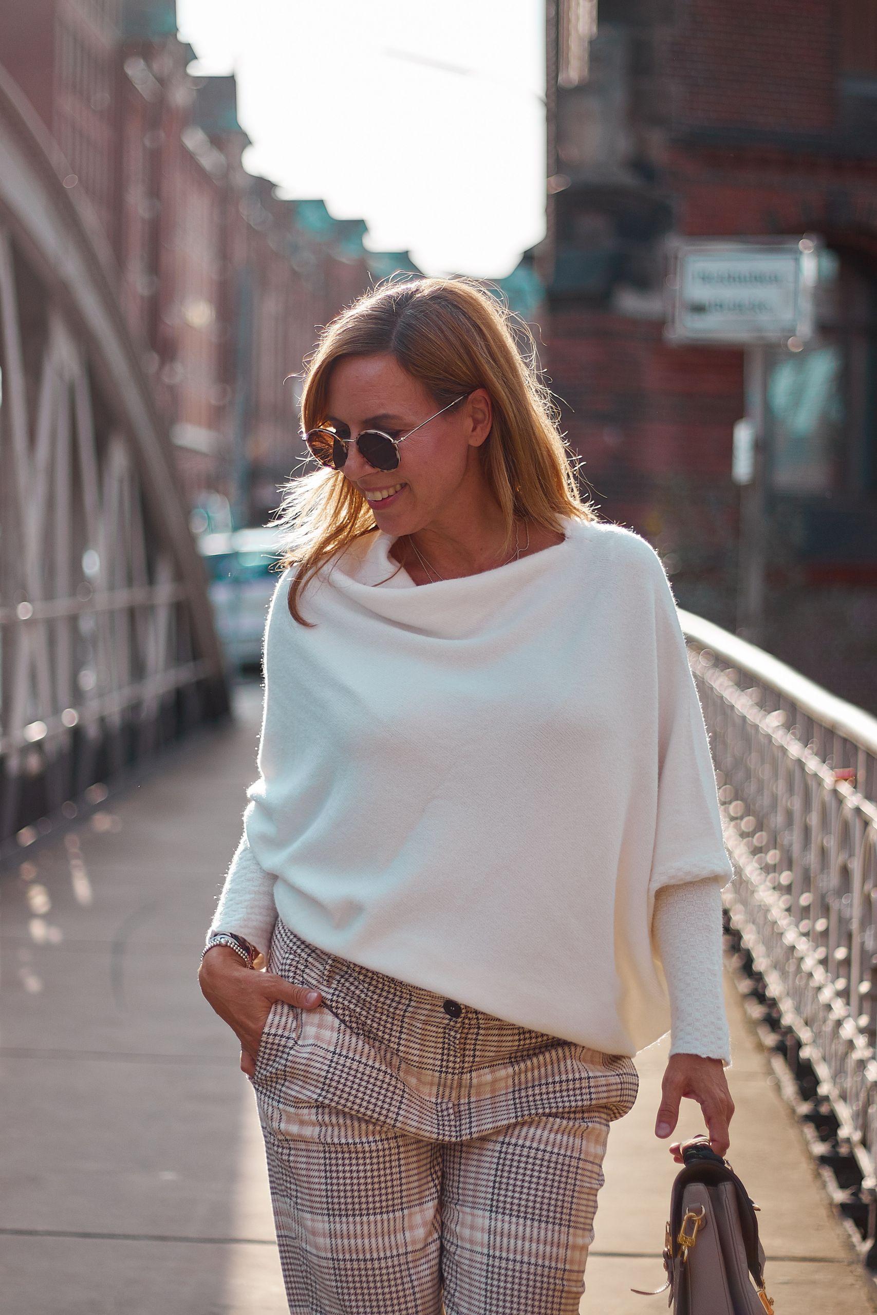 Karohose von Marc Aurel Fashion zu Pullover in Creme in der Speicherstadt