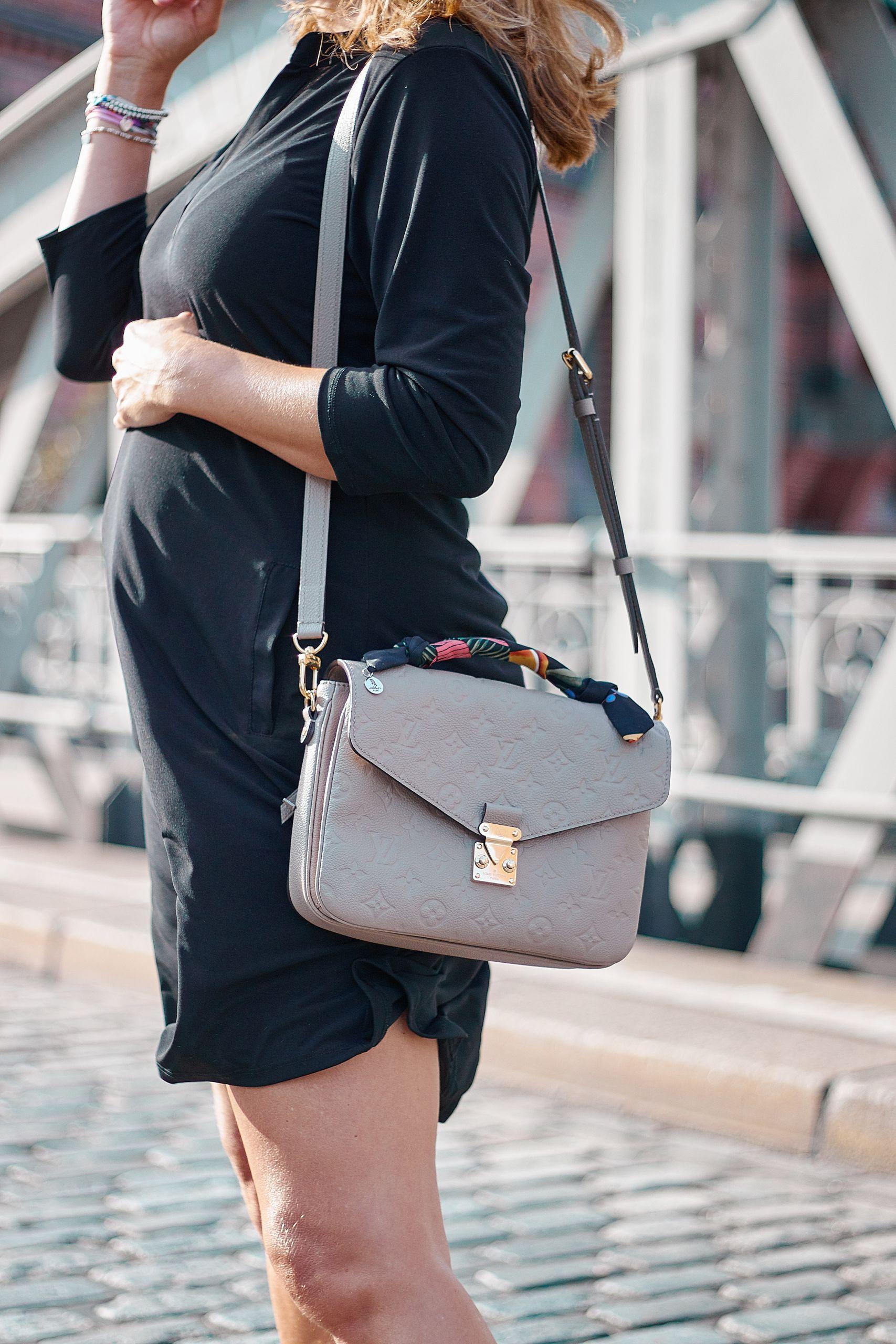 Seidenarmbänder von Albert`s Bird zu Metis Handtasche von Louis Vuitton