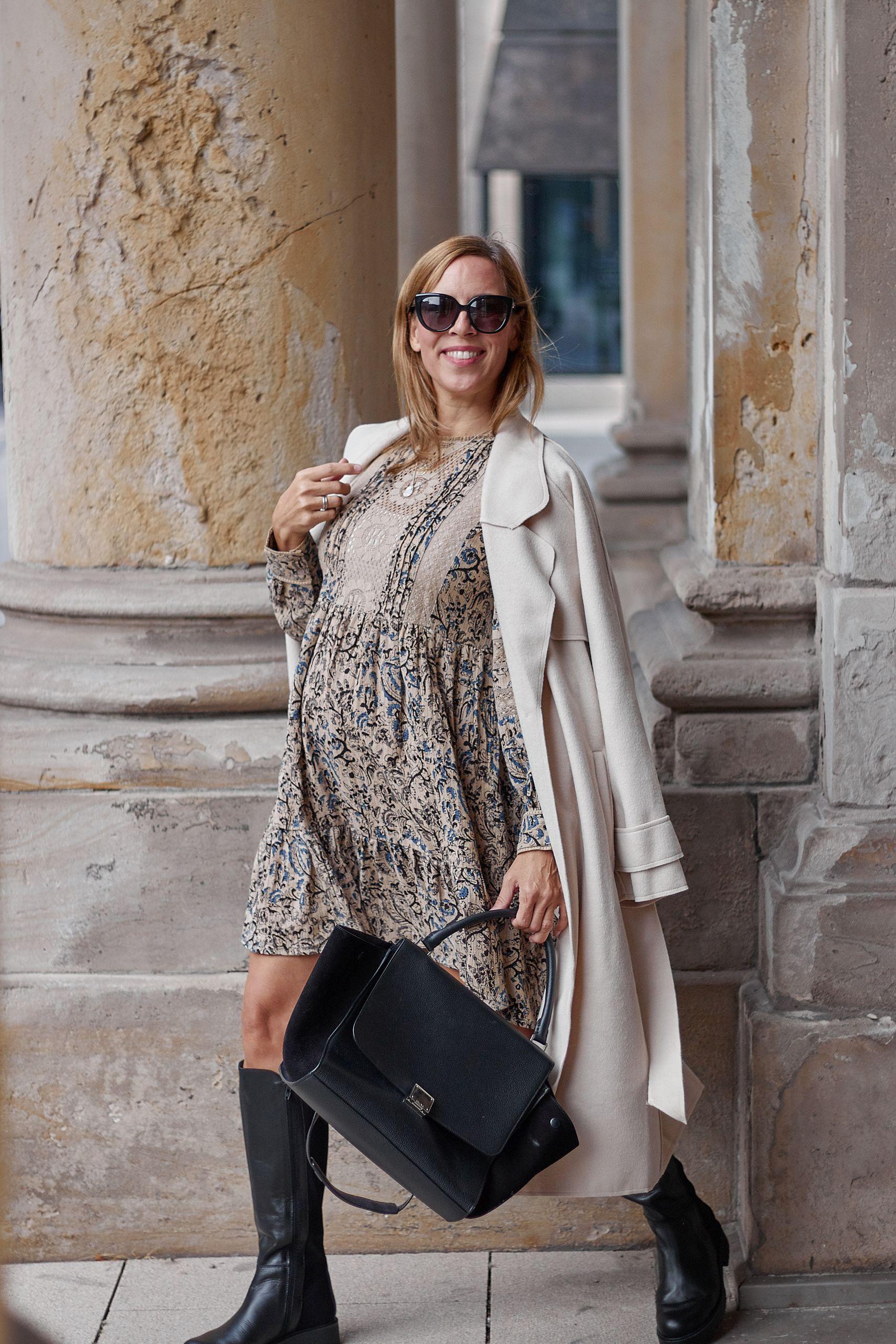 Lashoe Stiefel zu Sienna Mantel an der Handelskammer