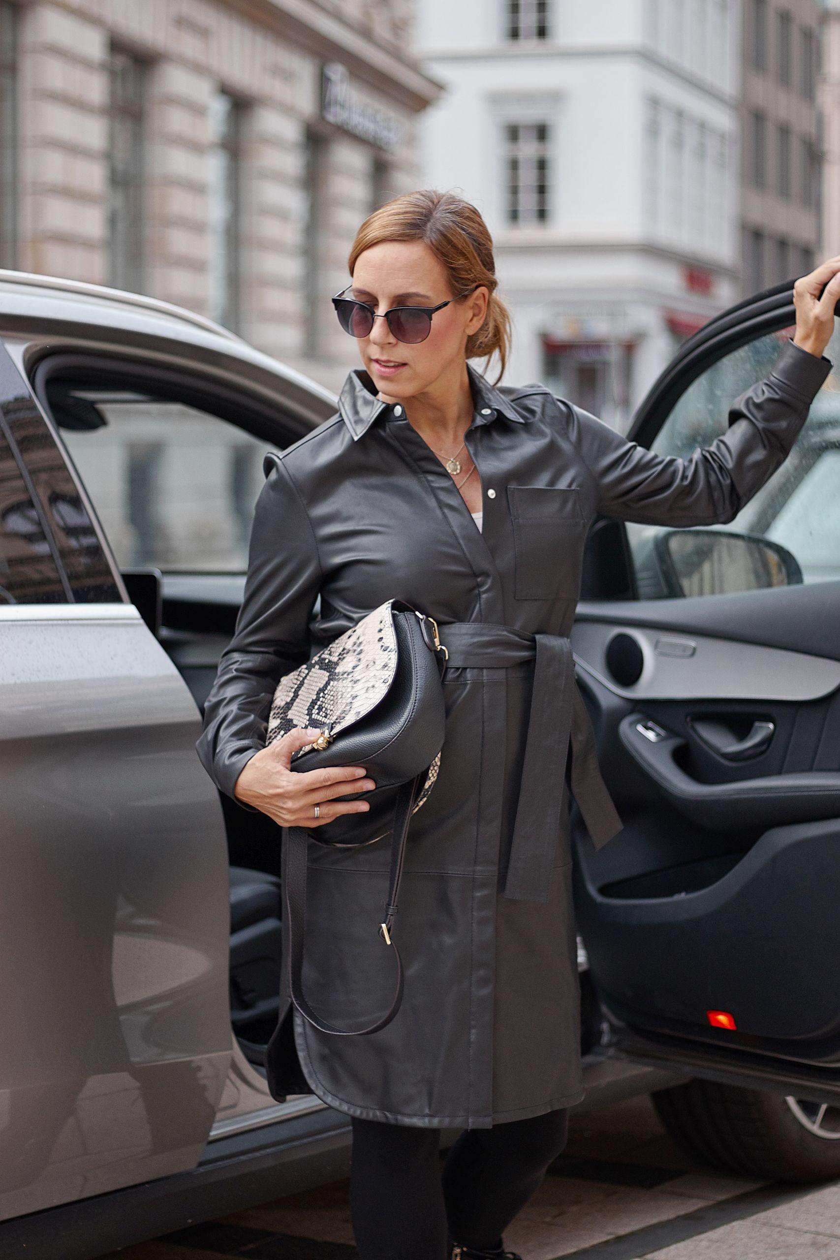 InWear Lederkleid kombinieren zur Zoélu Tasche