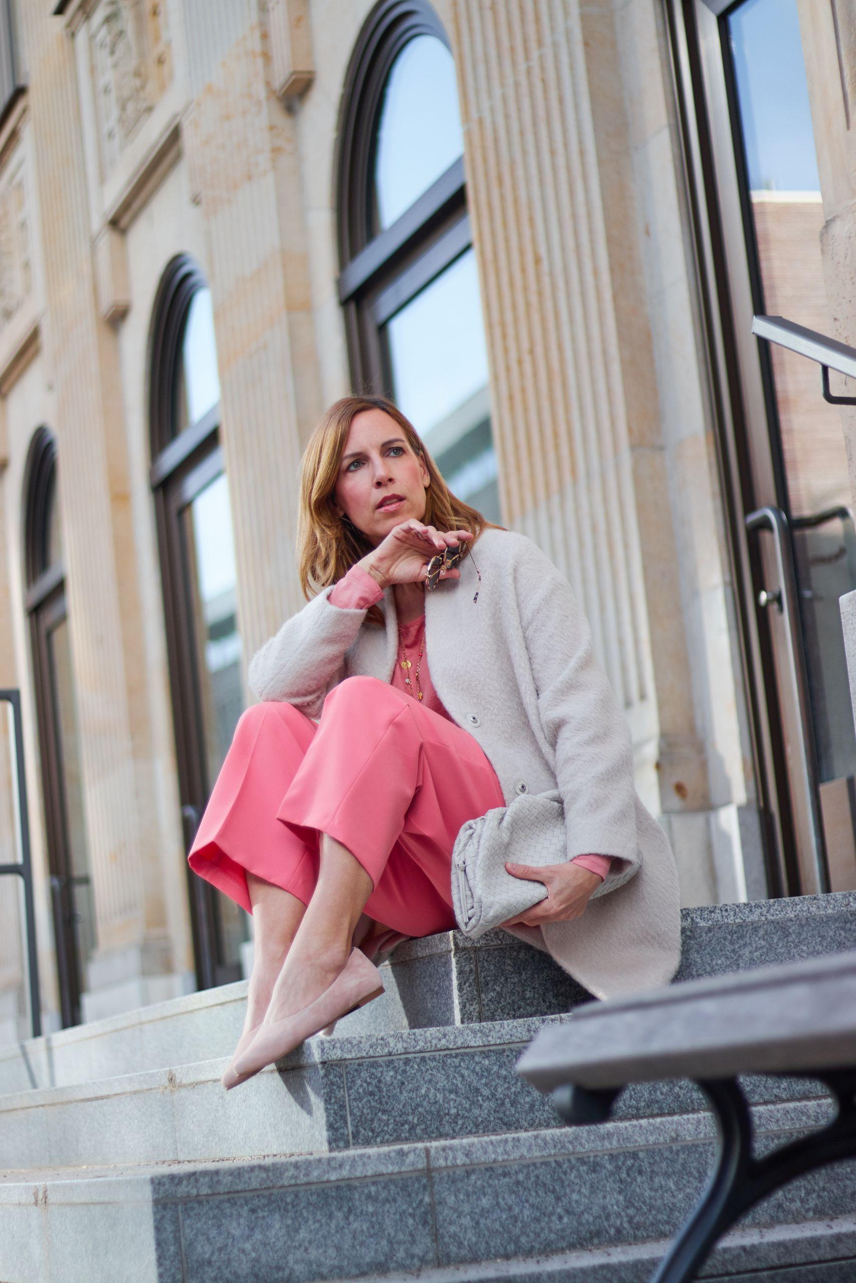 Culotte aus der Wild Rosewood Serie von Marc Aurel Mode und Boho Kette von Silverelephant an der Stadthausbrücke