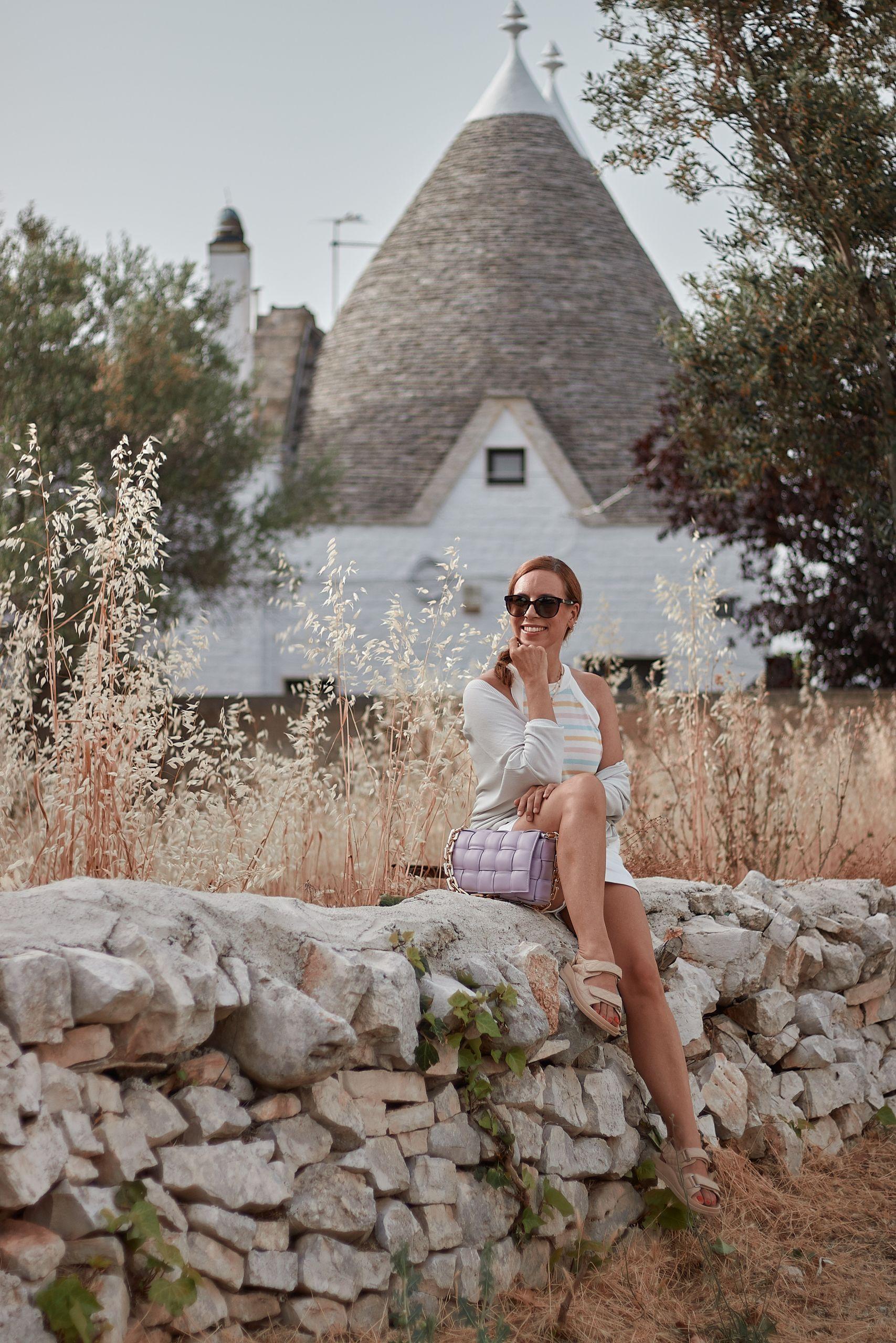 Impressionen Shop Sienna Stricktop zu Shorts und Settimo Cielo Tasche in Alberobello