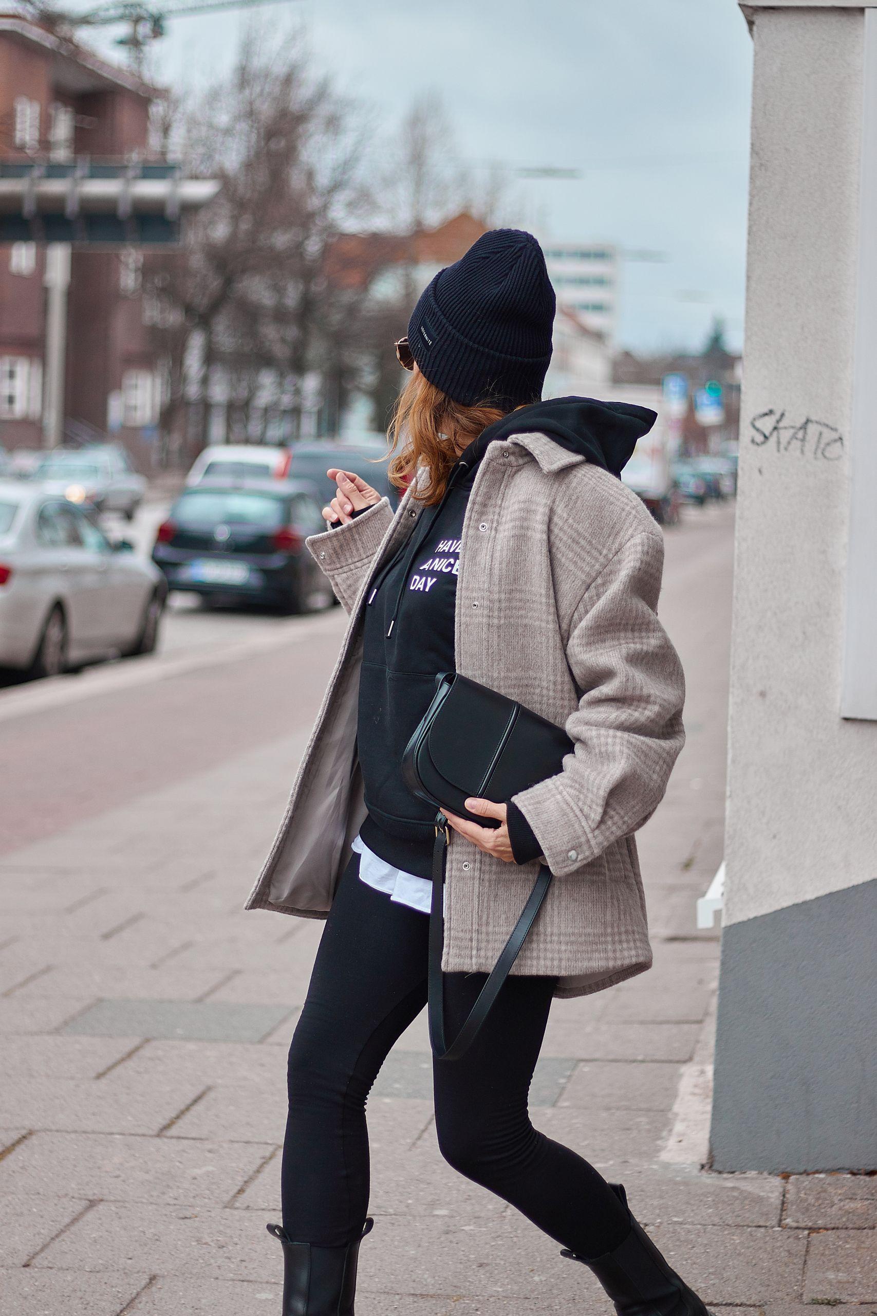 YES IS MORE SWEATSHIRT zu Leggings und Hemdjacke