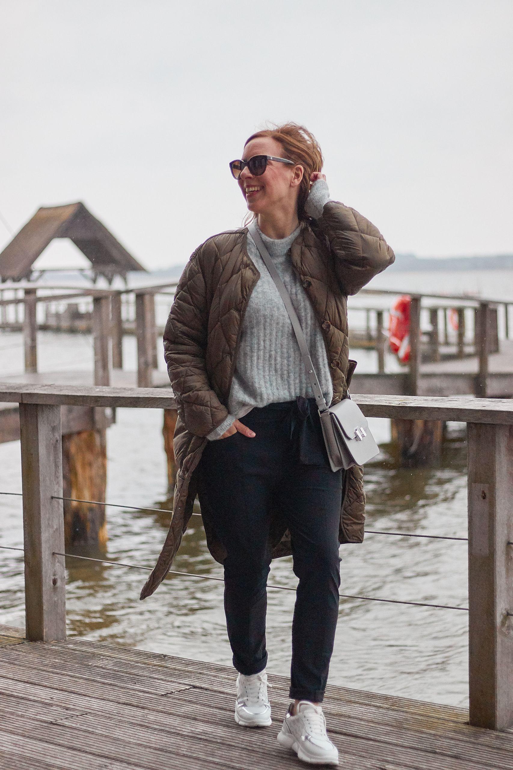 Jane Lushka Hose Pants Ida zum grauen Pullover am Hemmelsdorfer See