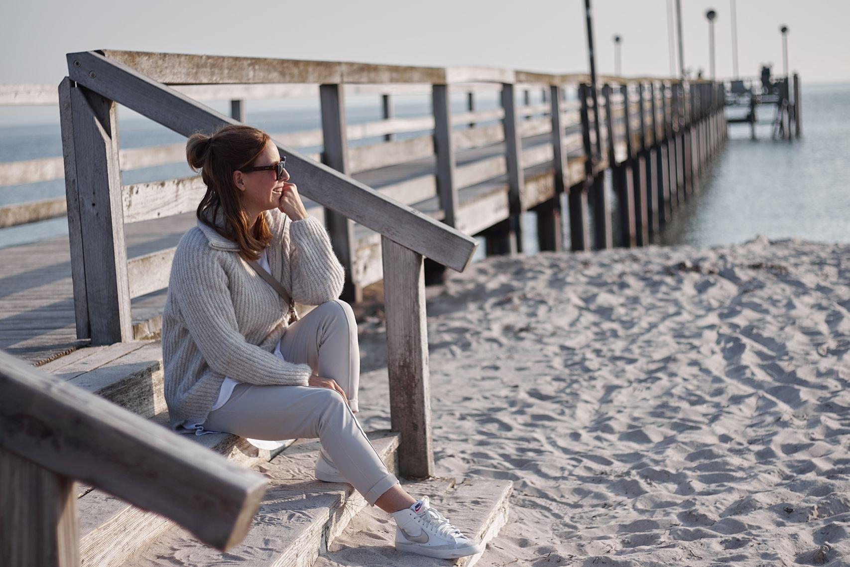 Sandfarbene Jane Lushka Hose Pants Kaya zu Nike Sneakern Blazer Mid 77 in Pelzerhaken